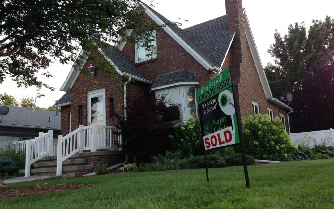 THINKING OF SELLING YOUR HOUSE? HERE ARE 4 TIPS TO KEEP IN MIND